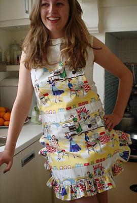 Kitchen_print_frilled_apron
