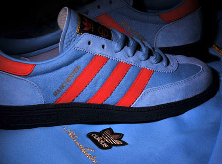 Size  to release limited edition Adidas Manchester trainers and track top 5fed49ce9