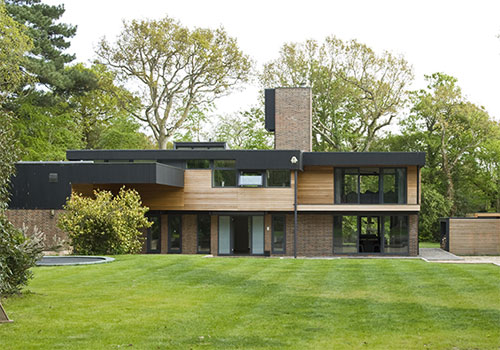 For those of you who like distinctive 1960s modernist inspired architecture but also love modern day home comforts moonacres at beaulieu hampshire should