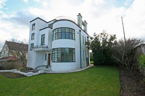 All Too Often, We Feature Art Deco Houses On These Pages That Have Been  Over Renovated, Still With Key Period Features, But Without The Character  Of The ...