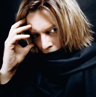 BowieWithBlackScarf2002(c)MickRock