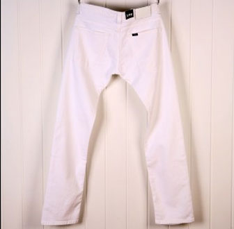 Lee Powell white jeans