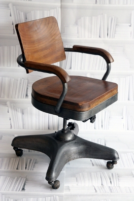 vintage iron and wood swivel chair retro to go. Black Bedroom Furniture Sets. Home Design Ideas
