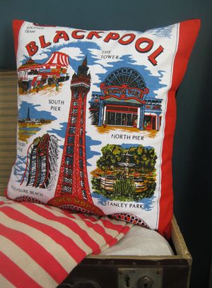 CUSHION_BLACKPOOL_RED_MAIN