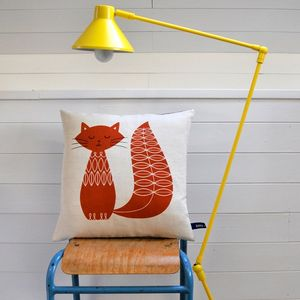 Cat-cushion-square-burnt-orange-lamp