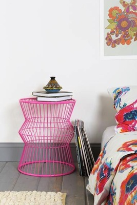 Wire accent table pink