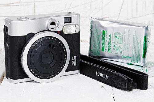 Polaroid Camera Urban Outfitters : Instant imagery retro style fujifilm instax mini camera set