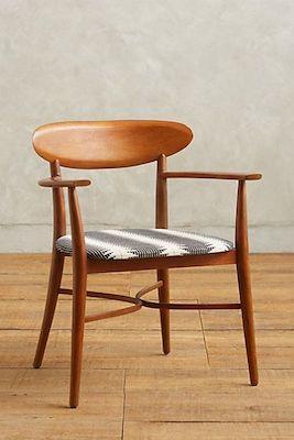 Elliptic dining chair