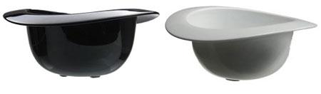 Bowler_bowls