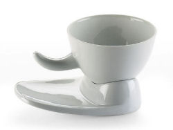Tea_cup_and_large_saucer