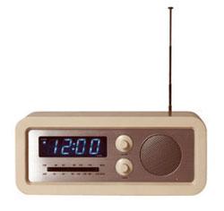 habitat 39 s retro radio alarm clock retro to go. Black Bedroom Furniture Sets. Home Design Ideas